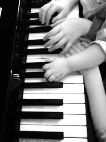 manos piano